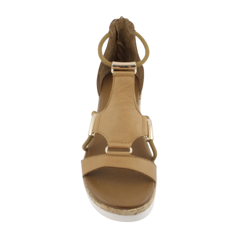 34ed286f7dcfa2 Voici une paire de sandales compensées à plateforme blanche - Exclusif