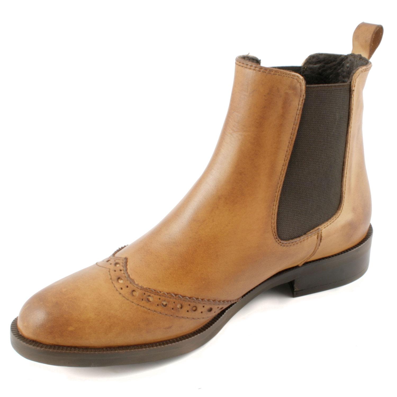 60dbf6b9561 Paire de boots pour femme de couleur camel en cuir de qualité