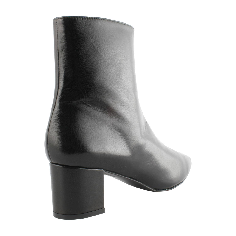 Bottine à bout pointu, à tige haute et au cuir noir de qualité.